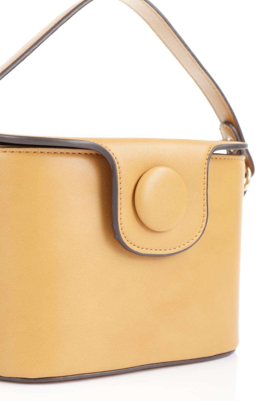meliebiancoのAdelynn(Mustard)ワンハンドル・ミニハンドバッグ/海外ファッション好きにオススメのインポートバッグとかばん、MelieBianco(メリービアンコ)のバッグやハンドバッグ。パカッと開くフラップが可愛い2Wayタイプのミニバッグ。どことなくレトロな雰囲気も感じるデザインでコーデの邪魔にならないバッグです。/main-5