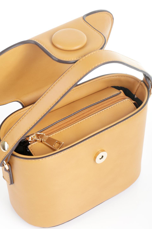 meliebiancoのAdelynn(Mustard)ワンハンドル・ミニハンドバッグ/海外ファッション好きにオススメのインポートバッグとかばん、MelieBianco(メリービアンコ)のバッグやハンドバッグ。パカッと開くフラップが可愛い2Wayタイプのミニバッグ。どことなくレトロな雰囲気も感じるデザインでコーデの邪魔にならないバッグです。/main-9