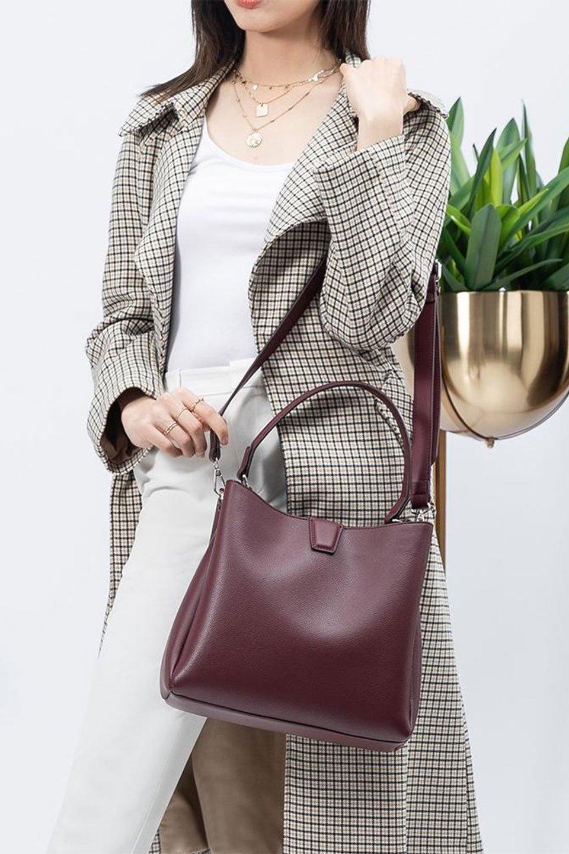meliebiancoのMaya(Merlot)ワンハンドル・ハンドバッグ/海外ファッション好きにオススメのインポートバッグとかばん、MelieBianco(メリービアンコ)のバッグやハンドバッグ。シンプルな見た目に便利な収納のワンハンドル・ハンドバッグ。オフィスカジュアルのバッグとしてもおすすめなアイテムです。/main-15