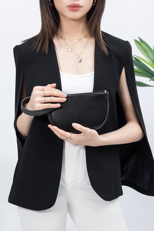 meliebiancoのRenee(Black)2Way・ショルダーバッグ/海外ファッション好きにオススメのインポートバッグとかばん、MelieBianco(メリービアンコ)のバッグやクラッチバッグ。デザインのアクセントにもなっているハンドストラップ付のミニクラッチバッグ。電子決済はフル活用、スマホとミニ財布で事足りる方に人気の小型のバッグです。/main-14