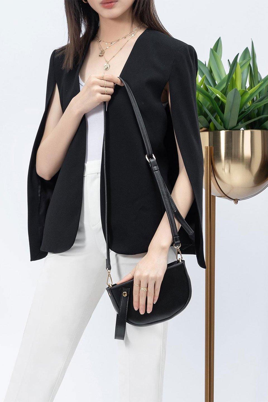 meliebiancoのRenee(Black)2Way・ショルダーバッグ/海外ファッション好きにオススメのインポートバッグとかばん、MelieBianco(メリービアンコ)のバッグやクラッチバッグ。デザインのアクセントにもなっているハンドストラップ付のミニクラッチバッグ。電子決済はフル活用、スマホとミニ財布で事足りる方に人気の小型のバッグです。/main-15