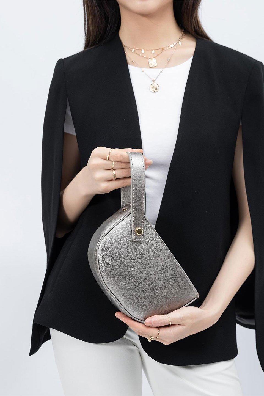 meliebiancoのRenee(Pewter)2Way・ショルダーバッグ/海外ファッション好きにオススメのインポートバッグとかばん、MelieBianco(メリービアンコ)のバッグやクラッチバッグ。デザインのアクセントにもなっているハンドストラップ付のミニクラッチバッグ。電子決済はフル活用、スマホとミニ財布で事足りる方に人気の小型のバッグです。/main-13