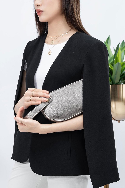 meliebiancoのRenee(Pewter)2Way・ショルダーバッグ/海外ファッション好きにオススメのインポートバッグとかばん、MelieBianco(メリービアンコ)のバッグやクラッチバッグ。デザインのアクセントにもなっているハンドストラップ付のミニクラッチバッグ。電子決済はフル活用、スマホとミニ財布で事足りる方に人気の小型のバッグです。/main-14
