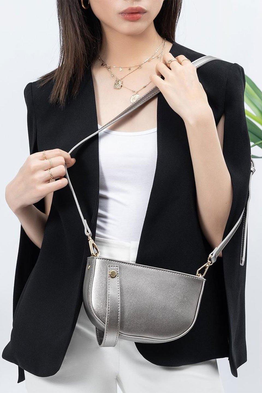 meliebiancoのRenee(Pewter)2Way・ショルダーバッグ/海外ファッション好きにオススメのインポートバッグとかばん、MelieBianco(メリービアンコ)のバッグやクラッチバッグ。デザインのアクセントにもなっているハンドストラップ付のミニクラッチバッグ。電子決済はフル活用、スマホとミニ財布で事足りる方に人気の小型のバッグです。/main-15