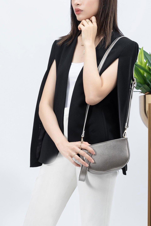 meliebiancoのRenee(Pewter)2Way・ショルダーバッグ/海外ファッション好きにオススメのインポートバッグとかばん、MelieBianco(メリービアンコ)のバッグやクラッチバッグ。デザインのアクセントにもなっているハンドストラップ付のミニクラッチバッグ。電子決済はフル活用、スマホとミニ財布で事足りる方に人気の小型のバッグです。/main-16