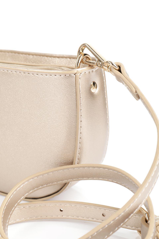 meliebiancoのRenee(Gold)2Way・ショルダーバッグ/海外ファッション好きにオススメのインポートバッグとかばん、MelieBianco(メリービアンコ)のバッグやクラッチバッグ。デザインのアクセントにもなっているハンドストラップ付のミニクラッチバッグ。電子決済はフル活用、スマホとミニ財布で事足りる方に人気の小型のバッグです。/main-13