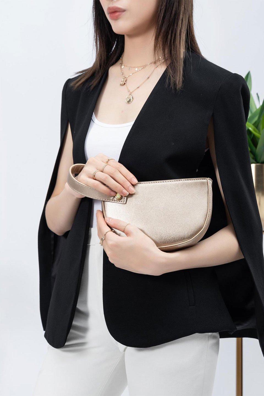 meliebiancoのRenee(Gold)2Way・ショルダーバッグ/海外ファッション好きにオススメのインポートバッグとかばん、MelieBianco(メリービアンコ)のバッグやクラッチバッグ。デザインのアクセントにもなっているハンドストラップ付のミニクラッチバッグ。電子決済はフル活用、スマホとミニ財布で事足りる方に人気の小型のバッグです。/main-15