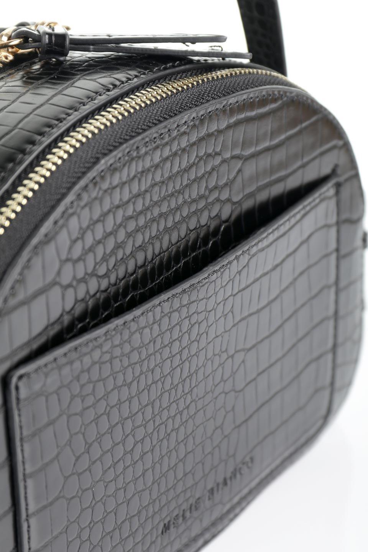 meliebiancoのCalvin(Black)型押しクロコダイル・ワンハンドルバッグ/海外ファッション好きにオススメのインポートバッグとかばん、MelieBianco(メリービアンコ)のバッグやハンドバッグ。上品な光沢を帯びたクロコダイルの型押しが素敵なミニハンドバッグ。芯入りのハンドルはしっくりと手になじむような質感。/main-10
