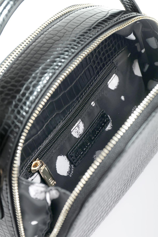 meliebiancoのCalvin(Black)型押しクロコダイル・ワンハンドルバッグ/海外ファッション好きにオススメのインポートバッグとかばん、MelieBianco(メリービアンコ)のバッグやハンドバッグ。上品な光沢を帯びたクロコダイルの型押しが素敵なミニハンドバッグ。芯入りのハンドルはしっくりと手になじむような質感。/main-13