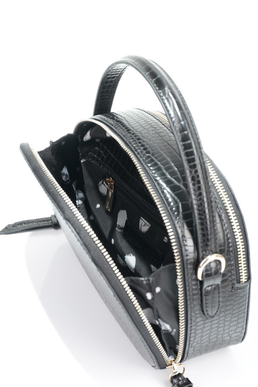 meliebiancoのCalvin(Black)型押しクロコダイル・ワンハンドルバッグ/海外ファッション好きにオススメのインポートバッグとかばん、MelieBianco(メリービアンコ)のバッグやハンドバッグ。上品な光沢を帯びたクロコダイルの型押しが素敵なミニハンドバッグ。芯入りのハンドルはしっくりと手になじむような質感。/main-15