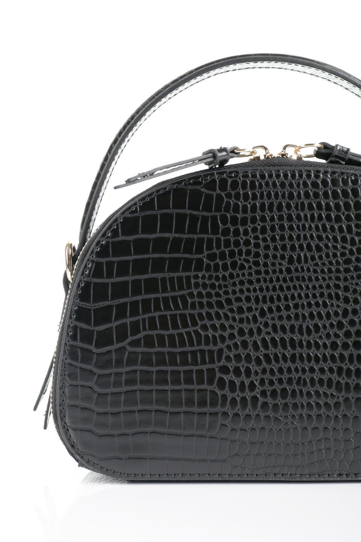 meliebiancoのCalvin(Black)型押しクロコダイル・ワンハンドルバッグ/海外ファッション好きにオススメのインポートバッグとかばん、MelieBianco(メリービアンコ)のバッグやハンドバッグ。上品な光沢を帯びたクロコダイルの型押しが素敵なミニハンドバッグ。芯入りのハンドルはしっくりと手になじむような質感。/main-6