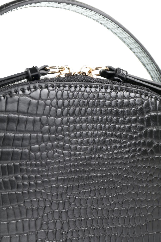 meliebiancoのCalvin(Black)型押しクロコダイル・ワンハンドルバッグ/海外ファッション好きにオススメのインポートバッグとかばん、MelieBianco(メリービアンコ)のバッグやハンドバッグ。上品な光沢を帯びたクロコダイルの型押しが素敵なミニハンドバッグ。芯入りのハンドルはしっくりと手になじむような質感。/main-7