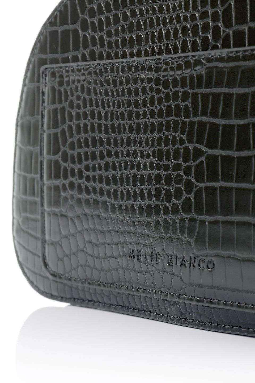 meliebiancoのCalvin(Black)型押しクロコダイル・ワンハンドルバッグ/海外ファッション好きにオススメのインポートバッグとかばん、MelieBianco(メリービアンコ)のバッグやハンドバッグ。上品な光沢を帯びたクロコダイルの型押しが素敵なミニハンドバッグ。芯入りのハンドルはしっくりと手になじむような質感。/main-9