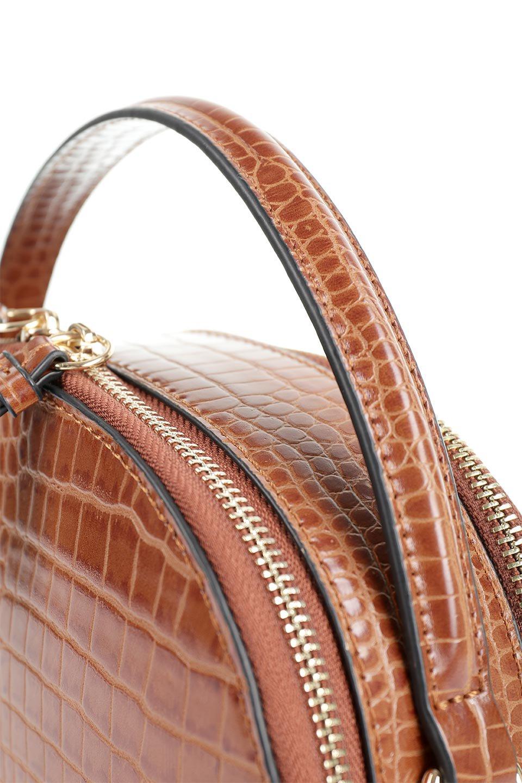 meliebiancoのCalvin(Saddle)型押しクロコダイル・ワンハンドルバッグ/海外ファッション好きにオススメのインポートバッグとかばん、MelieBianco(メリービアンコ)のバッグやハンドバッグ。上品な光沢を帯びたクロコダイルの型押しが素敵なミニハンドバッグ。芯入りのハンドルはしっくりと手になじむような質感。/main-6