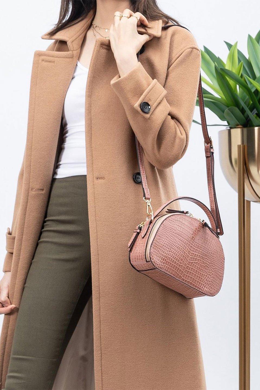 meliebiancoのCalvin(Blush)型押しクロコダイル・ワンハンドルバッグ/海外ファッション好きにオススメのインポートバッグとかばん、MelieBianco(メリービアンコ)のバッグやハンドバッグ。上品な光沢を帯びたクロコダイルの型押しが素敵なミニハンドバッグ。芯入りのハンドルはしっくりと手になじむような質感。/main-15