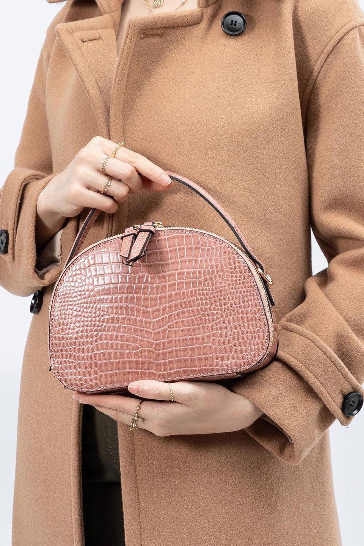 meliebiancoのCalvin(Blush)型押しクロコダイル・ワンハンドルバッグ/海外ファッション好きにオススメのインポートバッグとかばん、MelieBianco(メリービアンコ)のバッグやハンドバッグ。上品な光沢を帯びたクロコダイルの型押しが素敵なミニハンドバッグ。芯入りのハンドルはしっくりと手になじむような質感。/main-17