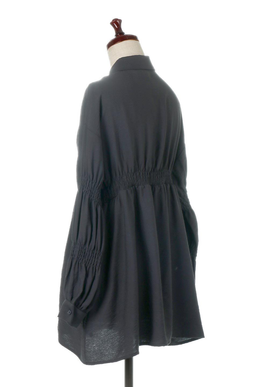 GatheredSleeveLongBlouseギャザースリーブ・ロングブラウス大人カジュアルに最適な海外ファッションのothers(その他インポートアイテム)のトップスやシャツ・ブラウス。各所のギャザーが可愛い長袖のシャツブラウス。長めの着丈と細見え効果が期待できるウエストのギャザーで、気になるボディラインのカバーにもピッタリ。/main-18