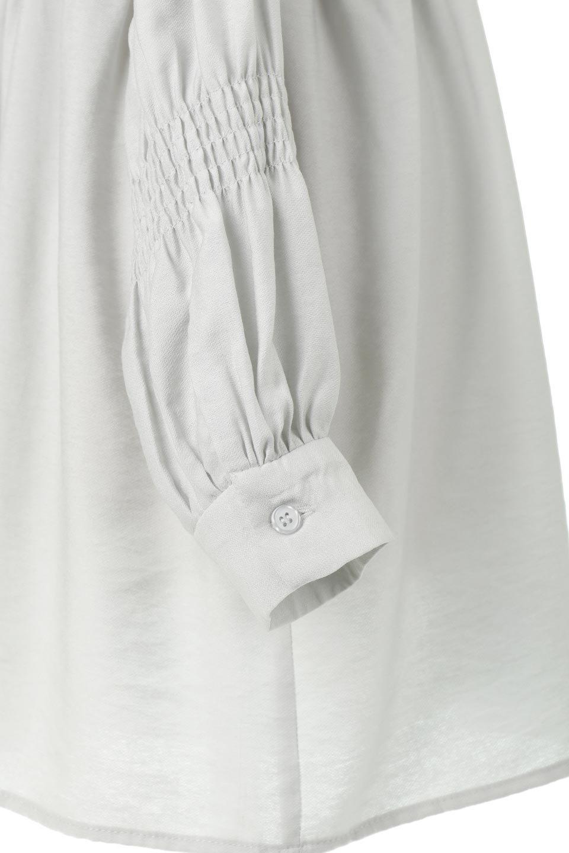GatheredSleeveLongBlouseギャザースリーブ・ロングブラウス大人カジュアルに最適な海外ファッションのothers(その他インポートアイテム)のトップスやシャツ・ブラウス。各所のギャザーが可愛い長袖のシャツブラウス。長めの着丈と細見え効果が期待できるウエストのギャザーで、気になるボディラインのカバーにもピッタリ。/main-26