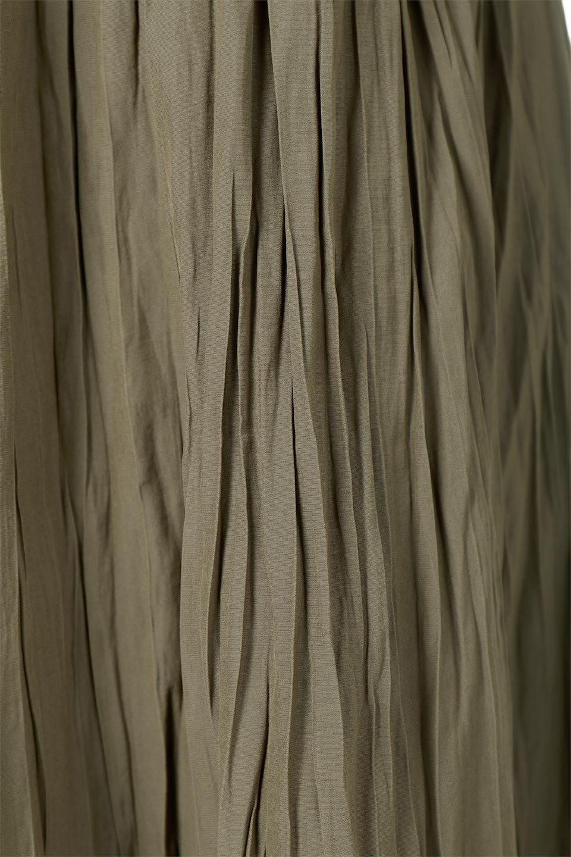 CrushPleatedLongSkirtクラッシュプリーツ・ロングスカート大人カジュアルに最適な海外ファッションのothers(その他インポートアイテム)のボトムやスカート。ヴィンテージライクなマットサテンの生地がポイントのナチュラルなプリーツスカート。生地の落ち感を利用し、生地をたっぷり使ったスカートのシルエットとボリュームを綺麗に見せるデザイン。/main-19