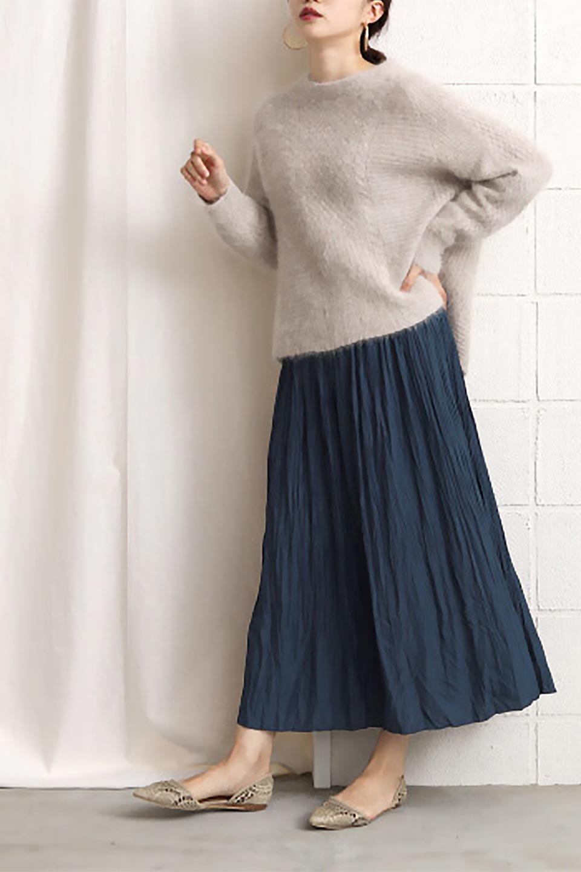 CrushPleatedLongSkirtクラッシュプリーツ・ロングスカート大人カジュアルに最適な海外ファッションのothers(その他インポートアイテム)のボトムやスカート。ヴィンテージライクなマットサテンの生地がポイントのナチュラルなプリーツスカート。生地の落ち感を利用し、生地をたっぷり使ったスカートのシルエットとボリュームを綺麗に見せるデザイン。/main-23