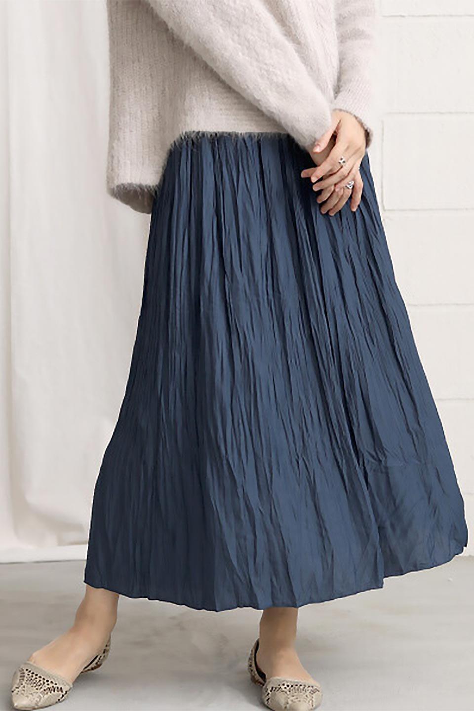 CrushPleatedLongSkirtクラッシュプリーツ・ロングスカート大人カジュアルに最適な海外ファッションのothers(その他インポートアイテム)のボトムやスカート。ヴィンテージライクなマットサテンの生地がポイントのナチュラルなプリーツスカート。生地の落ち感を利用し、生地をたっぷり使ったスカートのシルエットとボリュームを綺麗に見せるデザイン。/main-24