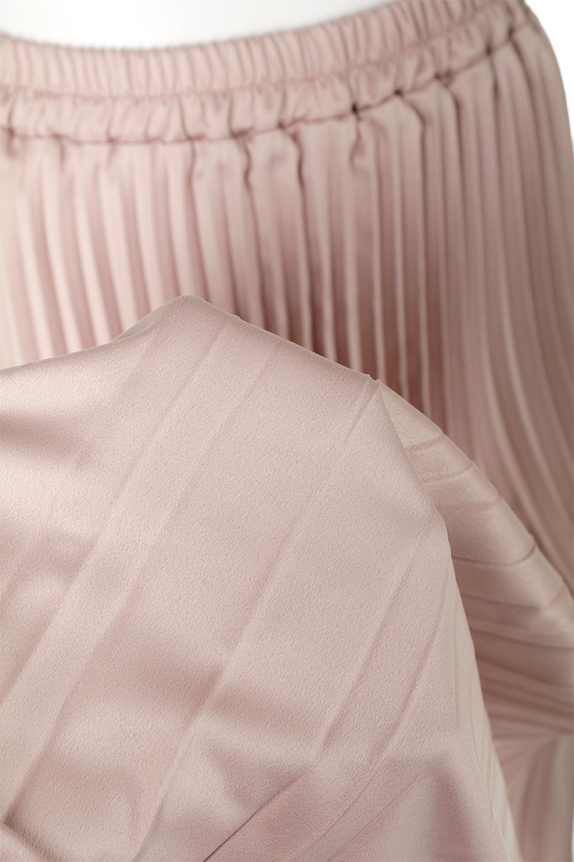 MatSatinRandomPleatedSkirtランダムプリーツ・ロングスカート大人カジュアルに最適な海外ファッションのothers(その他インポートアイテム)のボトムやスカート。光沢を抑えたマットな質感のサテン生地を使用したプリーツスカート。肌離れが良いサラッとした素材とウエストゴムでストレスフリーな穿き心地もおすすめポイント。/main-17