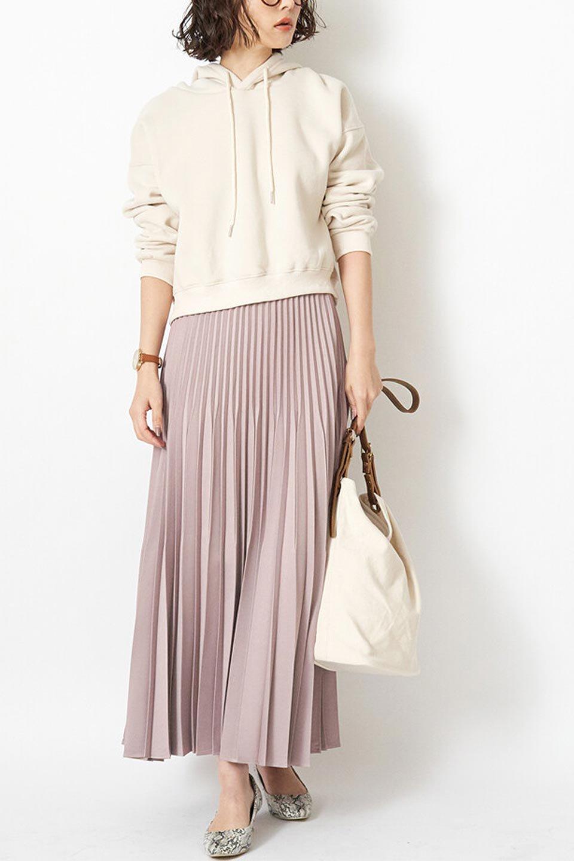 MatSatinRandomPleatedSkirtランダムプリーツ・ロングスカート大人カジュアルに最適な海外ファッションのothers(その他インポートアイテム)のボトムやスカート。光沢を抑えたマットな質感のサテン生地を使用したプリーツスカート。肌離れが良いサラッとした素材とウエストゴムでストレスフリーな穿き心地もおすすめポイント。/main-19