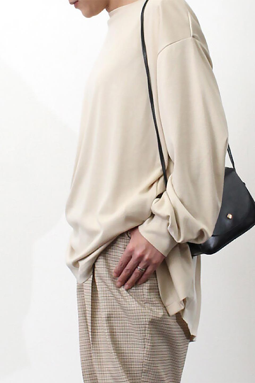 PleatedBackPanelTopプリーツ切り替え・オープンバックトップス大人カジュアルに最適な海外ファッションのothers(その他インポートアイテム)のトップスやカットソー。バックの切り替えが可愛いポンチ素材のカットソー。背中から覗くプリーツがポイントのトップス。/main-23