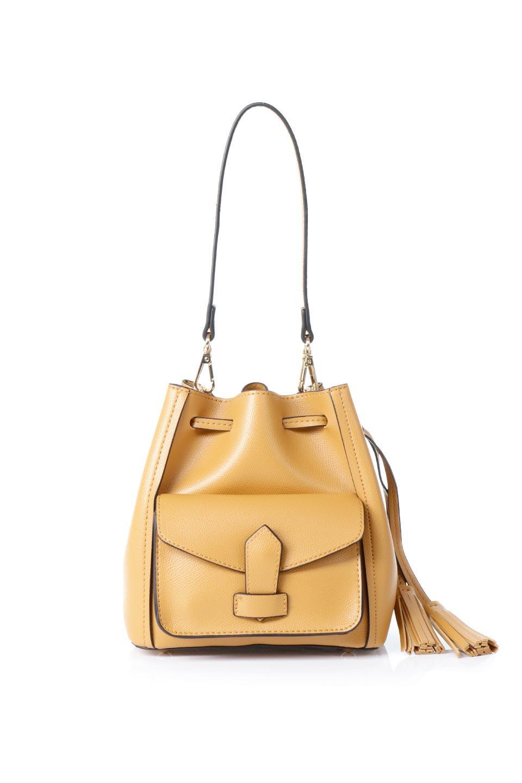 meliebiancoのKarina(Tan)タッセル付き・巾着ワンハンドルバッグ/海外ファッション好きにオススメのインポートバッグとかばん、MelieBianco(メリービアンコ)のバッグやハンドバッグ。フロントのフラップ付きポケットがアクセントの巾着バッグ。タッセルや、ワンハンドルのデザインなど、可愛いディテール満載の小型バッグです。