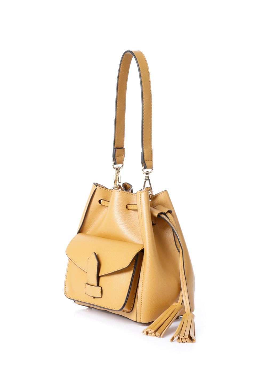 meliebiancoのKarina(Tan)タッセル付き・巾着ワンハンドルバッグ/海外ファッション好きにオススメのインポートバッグとかばん、MelieBianco(メリービアンコ)のバッグやハンドバッグ。フロントのフラップ付きポケットがアクセントの巾着バッグ。タッセルや、ワンハンドルのデザインなど、可愛いディテール満載の小型バッグです。/main-1