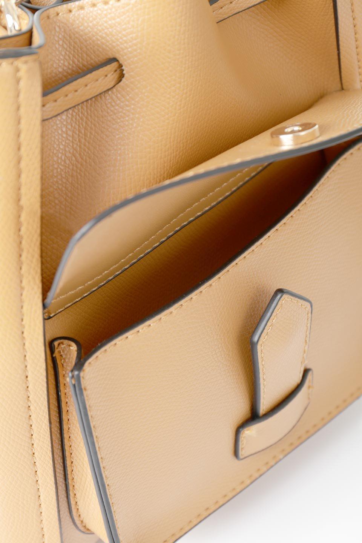 meliebiancoのKarina(Tan)タッセル付き・巾着ワンハンドルバッグ/海外ファッション好きにオススメのインポートバッグとかばん、MelieBianco(メリービアンコ)のバッグやハンドバッグ。フロントのフラップ付きポケットがアクセントの巾着バッグ。タッセルや、ワンハンドルのデザインなど、可愛いディテール満載の小型バッグです。/main-10