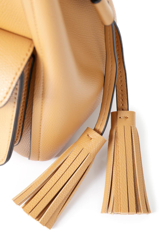 meliebiancoのKarina(Tan)タッセル付き・巾着ワンハンドルバッグ/海外ファッション好きにオススメのインポートバッグとかばん、MelieBianco(メリービアンコ)のバッグやハンドバッグ。フロントのフラップ付きポケットがアクセントの巾着バッグ。タッセルや、ワンハンドルのデザインなど、可愛いディテール満載の小型バッグです。/main-11