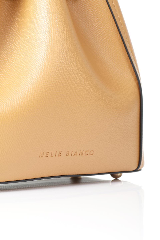 meliebiancoのKarina(Tan)タッセル付き・巾着ワンハンドルバッグ/海外ファッション好きにオススメのインポートバッグとかばん、MelieBianco(メリービアンコ)のバッグやハンドバッグ。フロントのフラップ付きポケットがアクセントの巾着バッグ。タッセルや、ワンハンドルのデザインなど、可愛いディテール満載の小型バッグです。/main-12