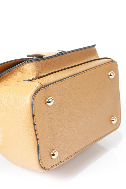 meliebiancoのKarina(Tan)タッセル付き・巾着ワンハンドルバッグ/海外ファッション好きにオススメのインポートバッグとかばん、MelieBianco(メリービアンコ)のバッグやハンドバッグ。フロントのフラップ付きポケットがアクセントの巾着バッグ。タッセルや、ワンハンドルのデザインなど、可愛いディテール満載の小型バッグです。/main-13
