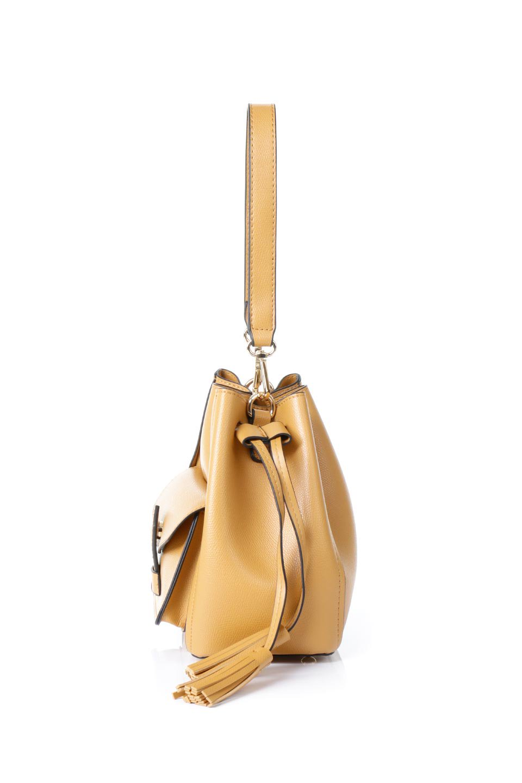 meliebiancoのKarina(Tan)タッセル付き・巾着ワンハンドルバッグ/海外ファッション好きにオススメのインポートバッグとかばん、MelieBianco(メリービアンコ)のバッグやハンドバッグ。フロントのフラップ付きポケットがアクセントの巾着バッグ。タッセルや、ワンハンドルのデザインなど、可愛いディテール満載の小型バッグです。/main-2