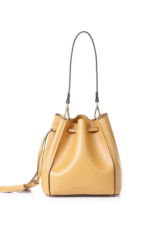 meliebiancoのKarina(Tan)タッセル付き・巾着ワンハンドルバッグ/海外ファッション好きにオススメのインポートバッグとかばん、MelieBianco(メリービアンコ)のバッグやハンドバッグ。フロントのフラップ付きポケットがアクセントの巾着バッグ。タッセルや、ワンハンドルのデザインなど、可愛いディテール満載の小型バッグです。/main-4