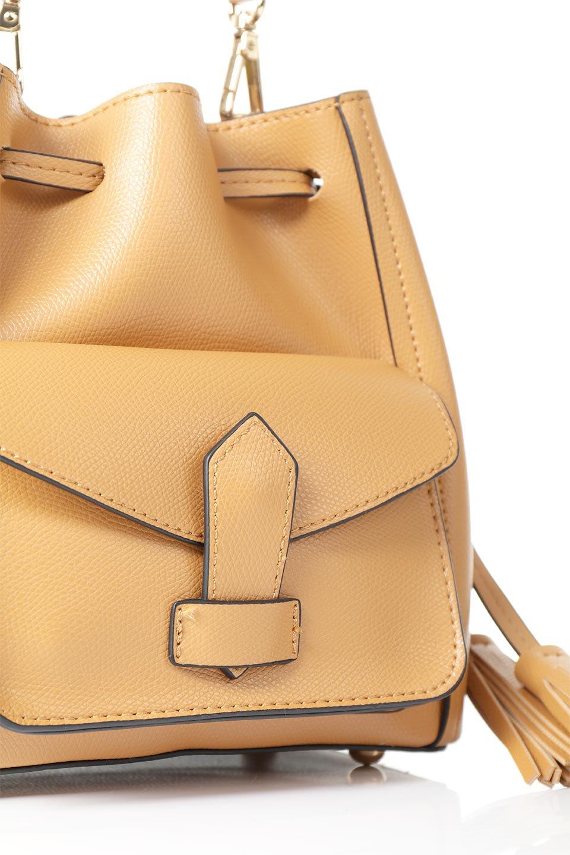 meliebiancoのKarina(Tan)タッセル付き・巾着ワンハンドルバッグ/海外ファッション好きにオススメのインポートバッグとかばん、MelieBianco(メリービアンコ)のバッグやハンドバッグ。フロントのフラップ付きポケットがアクセントの巾着バッグ。タッセルや、ワンハンドルのデザインなど、可愛いディテール満載の小型バッグです。/main-7