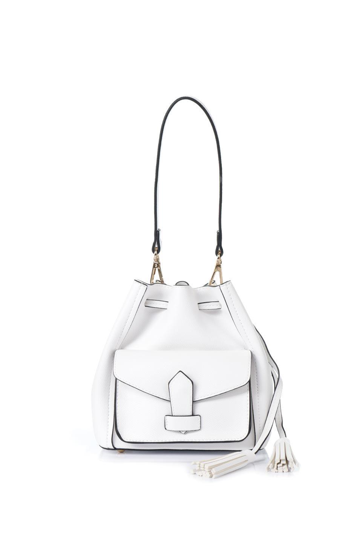 meliebiancoのKarina(White)タッセル付き・巾着ワンハンドルバッグ/海外ファッション好きにオススメのインポートバッグとかばん、MelieBianco(メリービアンコ)のバッグやハンドバッグ。フロントのフラップ付きポケットがアクセントの巾着バッグ。タッセルや、ワンハンドルのデザインなど、可愛いディテール満載の小型バッグです。