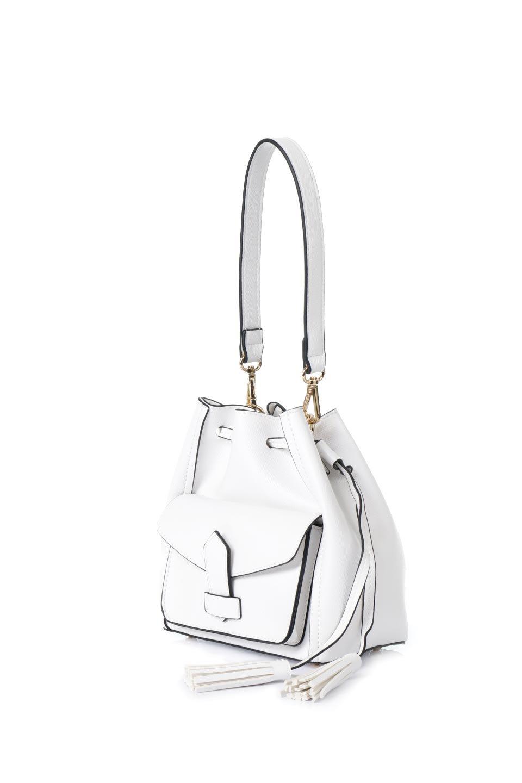 meliebiancoのKarina(White)タッセル付き・巾着ワンハンドルバッグ/海外ファッション好きにオススメのインポートバッグとかばん、MelieBianco(メリービアンコ)のバッグやハンドバッグ。フロントのフラップ付きポケットがアクセントの巾着バッグ。タッセルや、ワンハンドルのデザインなど、可愛いディテール満載の小型バッグです。/main-1
