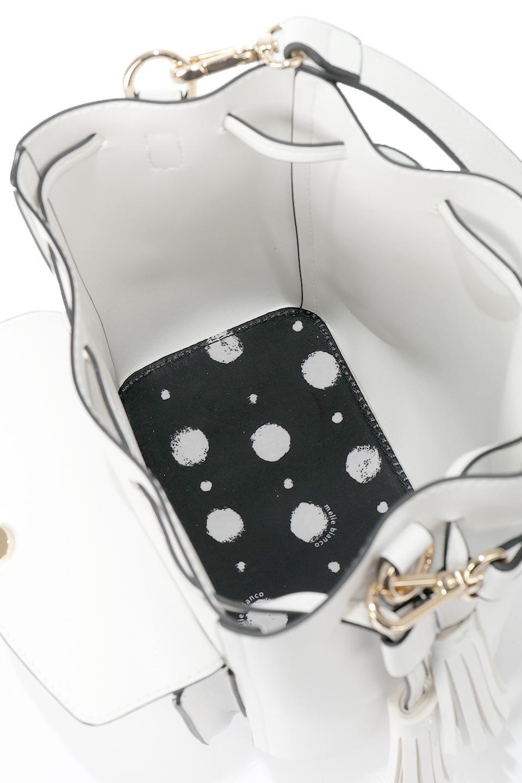 meliebiancoのKarina(White)タッセル付き・巾着ワンハンドルバッグ/海外ファッション好きにオススメのインポートバッグとかばん、MelieBianco(メリービアンコ)のバッグやハンドバッグ。フロントのフラップ付きポケットがアクセントの巾着バッグ。タッセルや、ワンハンドルのデザインなど、可愛いディテール満載の小型バッグです。/main-14