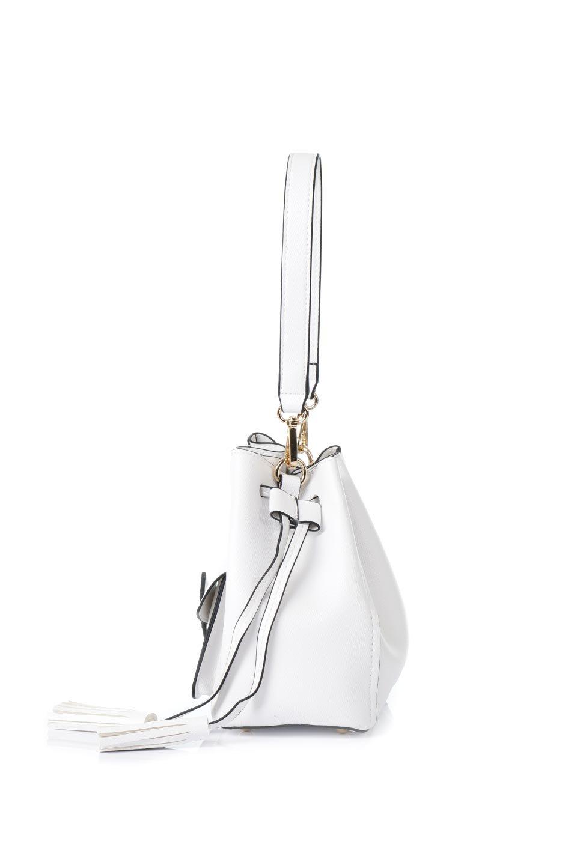 meliebiancoのKarina(White)タッセル付き・巾着ワンハンドルバッグ/海外ファッション好きにオススメのインポートバッグとかばん、MelieBianco(メリービアンコ)のバッグやハンドバッグ。フロントのフラップ付きポケットがアクセントの巾着バッグ。タッセルや、ワンハンドルのデザインなど、可愛いディテール満載の小型バッグです。/main-2