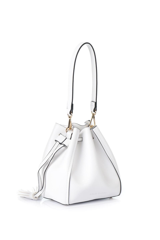 meliebiancoのKarina(White)タッセル付き・巾着ワンハンドルバッグ/海外ファッション好きにオススメのインポートバッグとかばん、MelieBianco(メリービアンコ)のバッグやハンドバッグ。フロントのフラップ付きポケットがアクセントの巾着バッグ。タッセルや、ワンハンドルのデザインなど、可愛いディテール満載の小型バッグです。/main-3