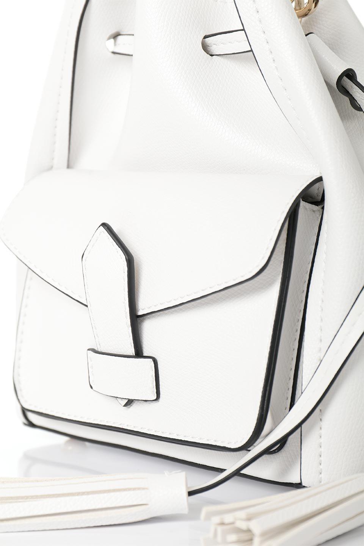 meliebiancoのKarina(White)タッセル付き・巾着ワンハンドルバッグ/海外ファッション好きにオススメのインポートバッグとかばん、MelieBianco(メリービアンコ)のバッグやハンドバッグ。フロントのフラップ付きポケットがアクセントの巾着バッグ。タッセルや、ワンハンドルのデザインなど、可愛いディテール満載の小型バッグです。/main-8