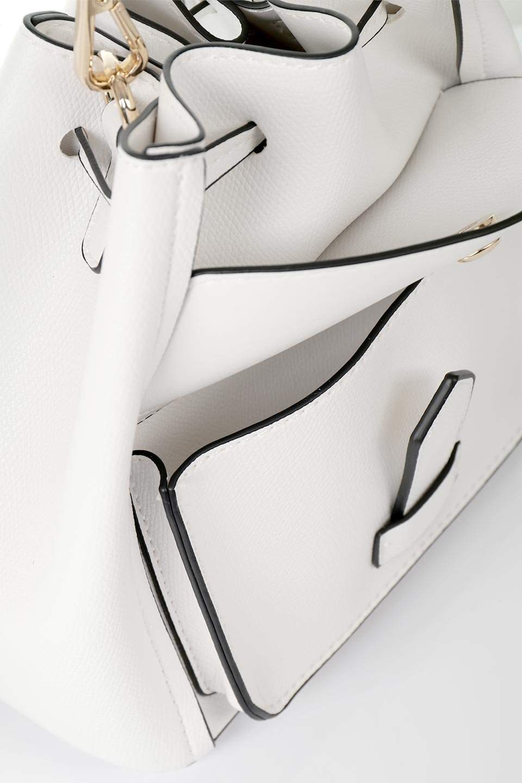 meliebiancoのKarina(White)タッセル付き・巾着ワンハンドルバッグ/海外ファッション好きにオススメのインポートバッグとかばん、MelieBianco(メリービアンコ)のバッグやハンドバッグ。フロントのフラップ付きポケットがアクセントの巾着バッグ。タッセルや、ワンハンドルのデザインなど、可愛いディテール満載の小型バッグです。/main-9
