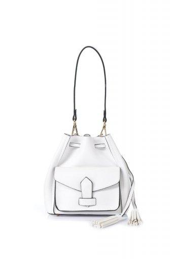 海外ファッションや大人カジュアルのためのインポートバッグ、かばんmelie bianco(メリービアンコ)のKarina (White) タッセル付き・巾着ワンハンドルバッグ