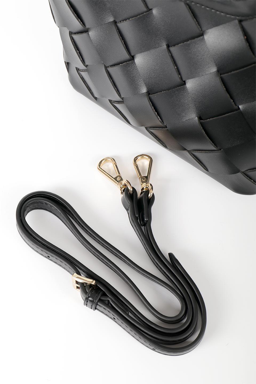 meliebiancoのEllen(Black)2Way・編み込みハンドバッグ/海外ファッション好きにオススメのインポートバッグとかばん、MelieBianco(メリービアンコ)のバッグやハンドバッグ。可愛い大きさの編み込みハンドバッグ。しっとりとしたプレミアム・ビーガンレザーをメッシュ状に編み込んだ2Wayタイプ。/main-14