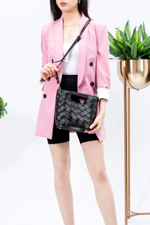 meliebiancoのEllen(Black)2Way・編み込みハンドバッグ/海外ファッション好きにオススメのインポートバッグとかばん、MelieBianco(メリービアンコ)のバッグやハンドバッグ。可愛い大きさの編み込みハンドバッグ。しっとりとしたプレミアム・ビーガンレザーをメッシュ状に編み込んだ2Wayタイプ。/main-17