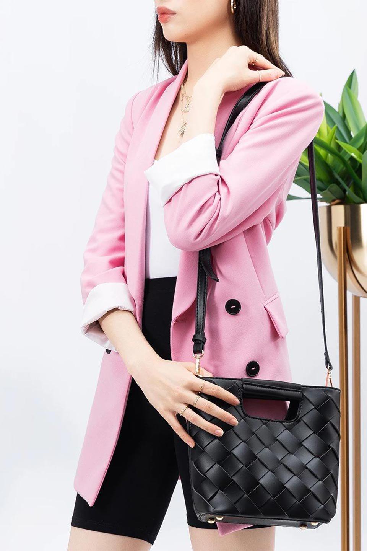 meliebiancoのEllen(Black)2Way・編み込みハンドバッグ/海外ファッション好きにオススメのインポートバッグとかばん、MelieBianco(メリービアンコ)のバッグやハンドバッグ。可愛い大きさの編み込みハンドバッグ。しっとりとしたプレミアム・ビーガンレザーをメッシュ状に編み込んだ2Wayタイプ。/main-18