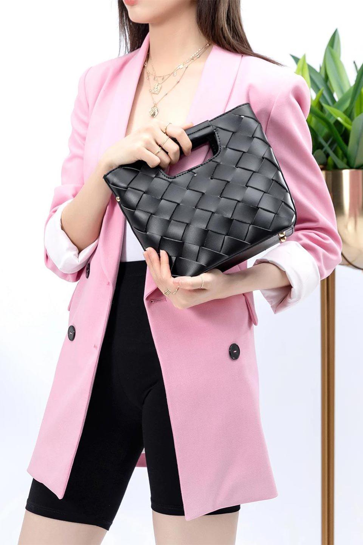 meliebiancoのEllen(Black)2Way・編み込みハンドバッグ/海外ファッション好きにオススメのインポートバッグとかばん、MelieBianco(メリービアンコ)のバッグやハンドバッグ。可愛い大きさの編み込みハンドバッグ。しっとりとしたプレミアム・ビーガンレザーをメッシュ状に編み込んだ2Wayタイプ。/main-19
