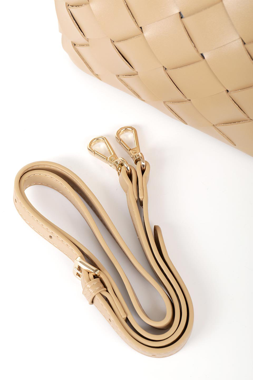 meliebiancoのEllen(Nude)2Way・編み込みハンドバッグ/海外ファッション好きにオススメのインポートバッグとかばん、MelieBianco(メリービアンコ)のバッグやハンドバッグ。可愛い大きさの編み込みハンドバッグ。しっとりとしたプレミアム・ビーガンレザーをメッシュ状に編み込んだ2Wayタイプ。/main-12